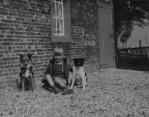 Jeurgdfoto, ik zit buiten met de honden.